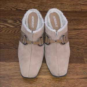 Aerosoles Tan suede furry inside slip on mikes